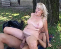 Download Mature lady gets fucked