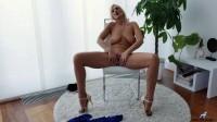 Roxana Hanova — Temptress