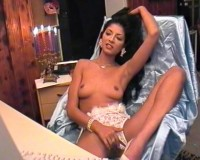 Camgirl shows it all