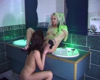 Download Toilet pussy licking