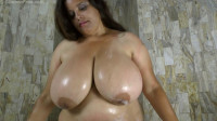 huge tit bbw mature rosaly washing herself in bathroom