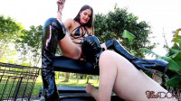 Squirting on the Slave's Face