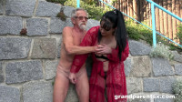 Old slut showing everybody how to fuck