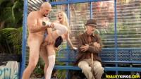 Bus Bench Biddie