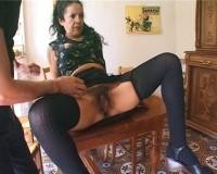 Maria, femme de ménage poilue, défoncée en double péné!