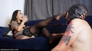 Sweaty Foot Worshipping slave [2021,Mistress Yuko,foot fetish,Femdom][Eng]