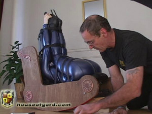 Those Crazy Days of Summer [2009,catsuits,armbinders,forniphilia][Eng]