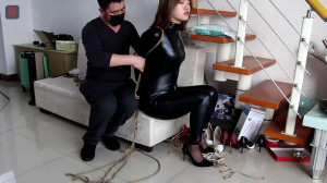 Tight bondage, domination and torture for very sexy girl in latex [2021][Eng]