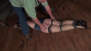 Rachel Adams: Manhandled and tied to Two Poles [Bondage,torture,Rope][Eng]