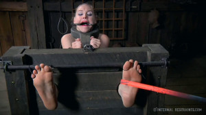 Super bondage, torture and spanking for naked blonde part1 [2020][Eng]