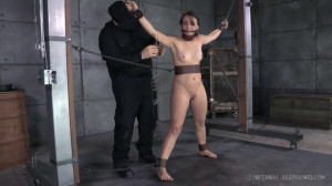 Newbie Mandy Muse Gets Her First Experience With BDSM [Eng]