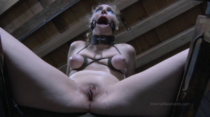 Things Get Hot For Delirious Hunter [2014,Spanking,Bondage,Torture][Eng]