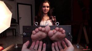 Nyash girl foot tickling [2017,Tickling,Punishment,Bdsm][Eng]