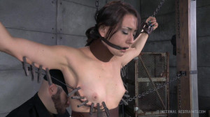 Freshly Chained - Mandy Muse [2014,Ass Whipping,Metal Bondage,Clothespins][Eng]