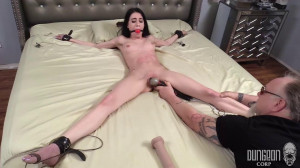 Earning Her Keep [DungeonCorp / SocietySM,Amber Wildee,Bondage,Torture,BDSM][Eng]