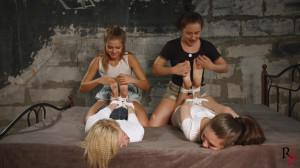 Quadruple tickle [2017,Tickling,Bdsm,Punishment][Eng]