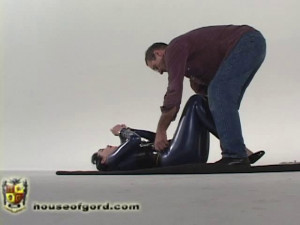 Paige with Problems [2009,stocks,spreader bars,storage][Eng]