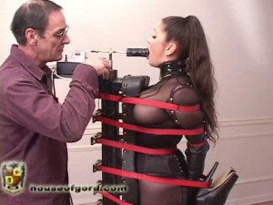 Jewell with a mouth full [2009,mesh,oral,ballet boots][Eng]