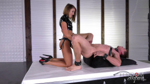 Strap-on Fuck From Squirt Queen Adriana Chechik [2018,Adriana Chechik,Squirting,Femdom,High Heels][Eng]