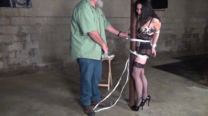 Raven Eve: Gagged and Hogtied to a Pole [Bondage,Rope,torture][Eng]