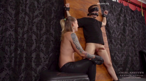 Huge Squirt - Mistress Anette [Eng]