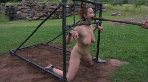 Bella Rossi Experiences Life On PD's Bitch Farm [2014,Bondage,BDSM,Spanking][Eng]