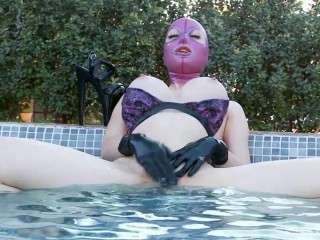 Latex Lucy Outdoor