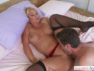 Naughty America - My Friends Hot Mom - London River