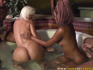 Mirella Mansur, Indyara Dourado - Duas belas gatas em uma orgia no motel com amigos