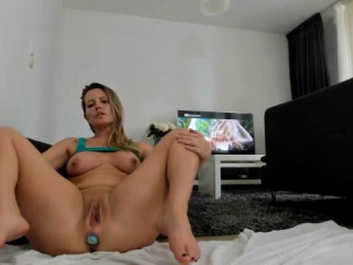 Helena Lana inserting big balls into her ass