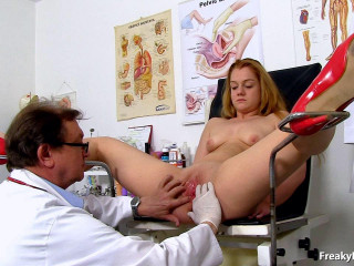 Alex Ginger (18 years femmes obgyn exam)