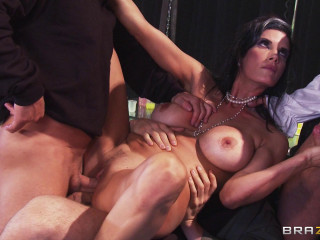 Hot Promiscuous Woman Who Can Treat Monster Penis