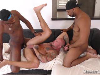 BlacksOnBoys - Sean Duran, Deepdicc and Ray Diesel (720p)