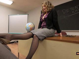 Rebecca Bardoux – Teacher motivational footjob