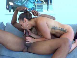 Kelsi Monroe Hanging Out In Miami Gets Caught In Hurricane Dredd FullHD 1080p