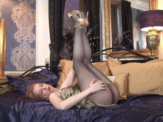 Nicole Hart - Pantyhosed Pleaser