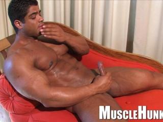 MuscleHunks - Brutus Di Fino - Good Old Hard Muscle