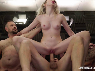 Hot Creampie Orgy For Sexy Blonde