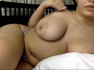 big ass web cam slut dildoing herself 480p