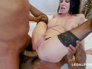 Beauty Milf Veronica Avluv Destroyed By Black Robbers With DP