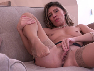 Hot mom French Chloe loves to please herself when she's alone