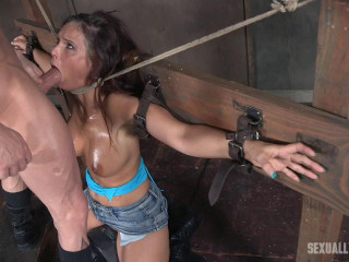 Syren De Mer - Neck bound, face pounded on a sybian! (2017)