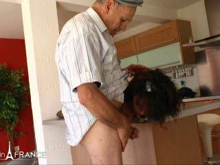 Laila - Papy loves to fuck chubby arab slut