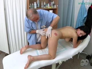 Nicole Enjoy (18 years gal obgyn exam)