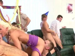 BiSex Party 8: Happy Bi-Day To You!