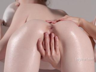 Emily Bloom - Full Body Orgasm Massage