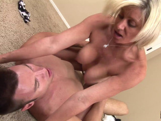 Mummy Payton Hall Fellates Gigantic No condom Cock To Seal The Deal - SC
