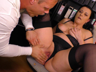 Bonny Devil - Curvy German Milf fucked at the office (2019)