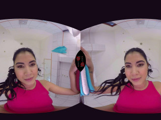 Woman Dee - Face-Sitting & Peeing