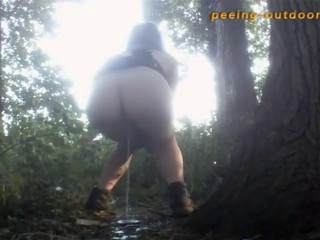 These stunning babes piss